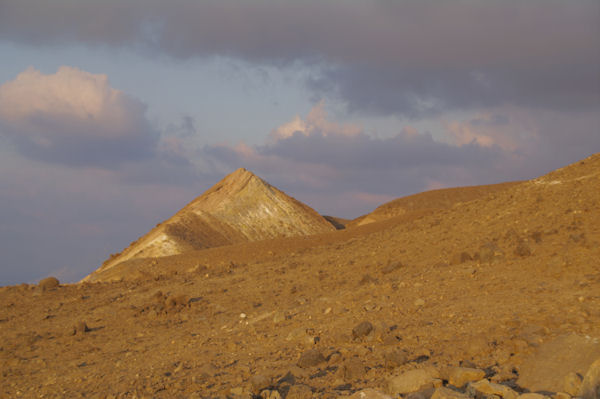 En montant au Vulcano, peu avant le cratère