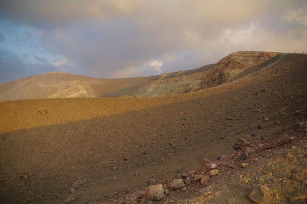 Le cratère du Vulcano se dévoile
