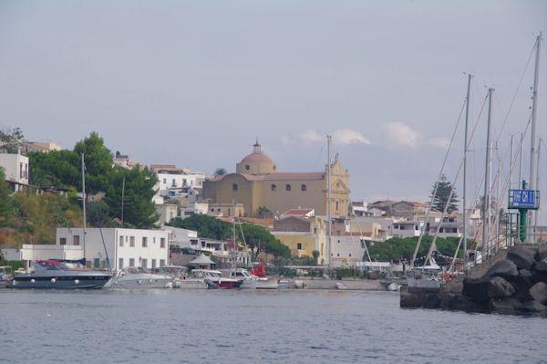 Le port de Pozzo d_Agnello à San Marina Salina
