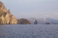 La Scogliera Sotto il Monte sur l'Ile de Lipari, derriere le Vulcano